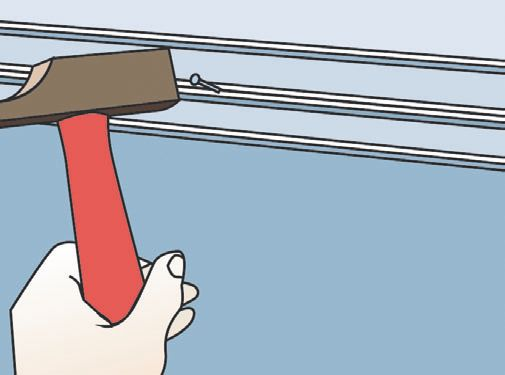 После того как короб приклеился, можно подстраховать его, забив гвоздики в перегородку или завинтив шурупы в спинку